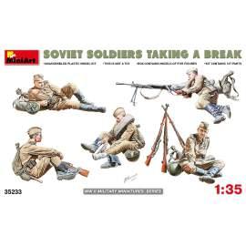 Miniart 1:35 Soviet Soldiers Taking a Break