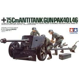 Tamiya 1:35 7.5cm Pak-40 (L46) with crew figures harcjármű makett